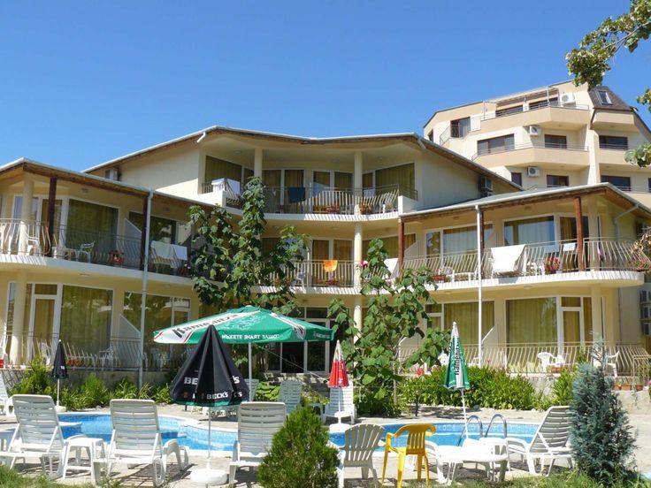 Болгария - Продается семейный отель на побережье  Золотых Песков, всего в  100 м от набережной. Отель полностью меблирован и оборудован необходимым оборудованием, общей площадью 1065 м2, находится на участке 1300 м2.  В отеле есть ресторан, площадью 200 м2. На территории два бассейна (взрослый и детский), детская площадка. При отеле есть парковка на 15 авто. Цена:  480 000 евро #апартаментывболгарии, #недвижимостьвболгарии, #инвестициивболгарии, #отельвболгарии, #бизнесвБолгарии