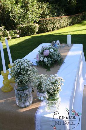 Ceremonia románticas con encaje, arpillera, margaritas, peonias, paniculata, fotos bonitas y velas decorado por EnvidienMiBoda  para la Boda de Sandra & Edu #BodaSE #Bodasenvidiosas #Weddingplanners #Weddingdesing #Madrid #ElEscorial Ceremony romantic lace, burlap, daisies, peonies, paniculata, beautiful photos and candles decorated by EnvidienMiBoda for the wedding of Sandra &  Edu #BodaSE #Bodasenvidiosas #Weddingplanners #Weddingdesing #Madrid #ElEscorial