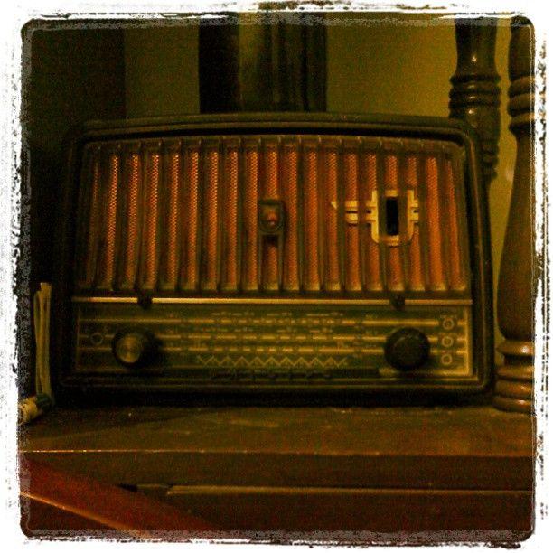my grand pa radio. phillips tube radio http://deesignhandmade.wordpress.com/