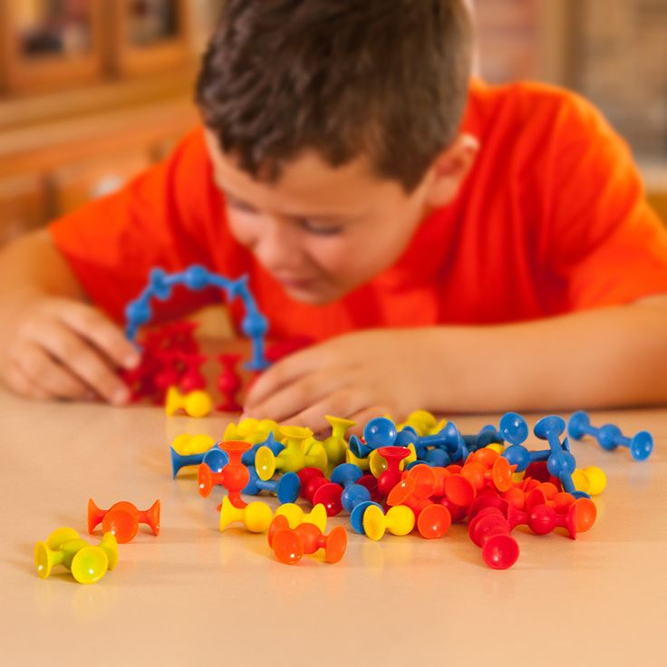 Mini Squigz and over 7,500 other quality toys at Fat Brain Toys. These new members of the Squigz family are 40% smaller, packed with more pieces, and designed with the addition of a new shape and new colors. They may be tiny, but their building fun is MIGHTY!
