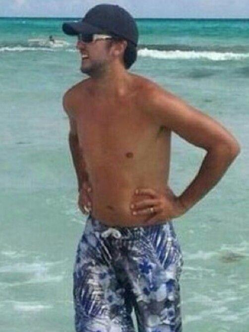 Yeah Baby!! Another shirtless Luke!!! :):):)