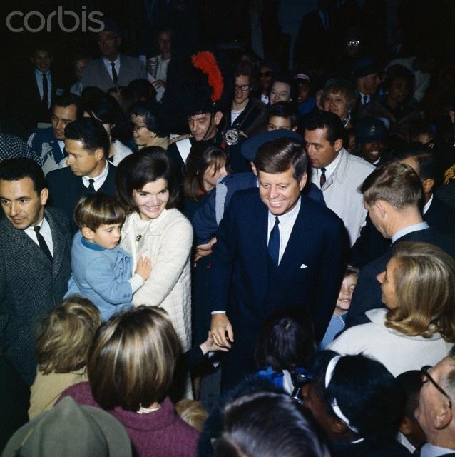 The Kennedy's - November 1963........per  Dirt Road Dreams via Jackie onto their 'Jack, Jackie, Caroline, and John Jr.(Kennedy Family)' board