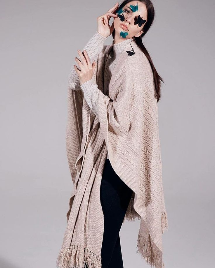Eco-friendly cashmere cloak, fringed and warm.  120% cashmere  #120percento #120cashmere #cashmere #warm #fringe #ecofriendly #autumn #cloak #fashion #outfit #butterfly #shooting