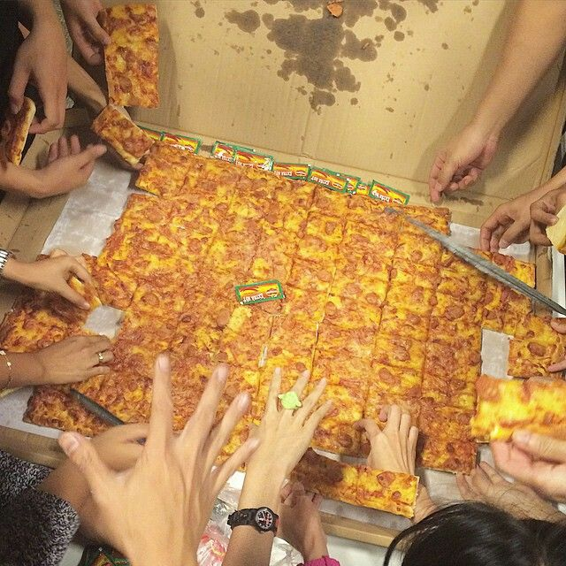 Henk's Pizza, Serpong. What a big pizza!¿