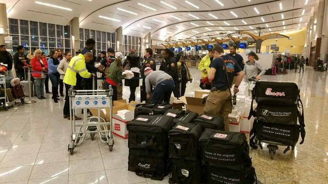 Chick-fil-A comes to the rescue during Atlanta airport's power outage   WSB-TV