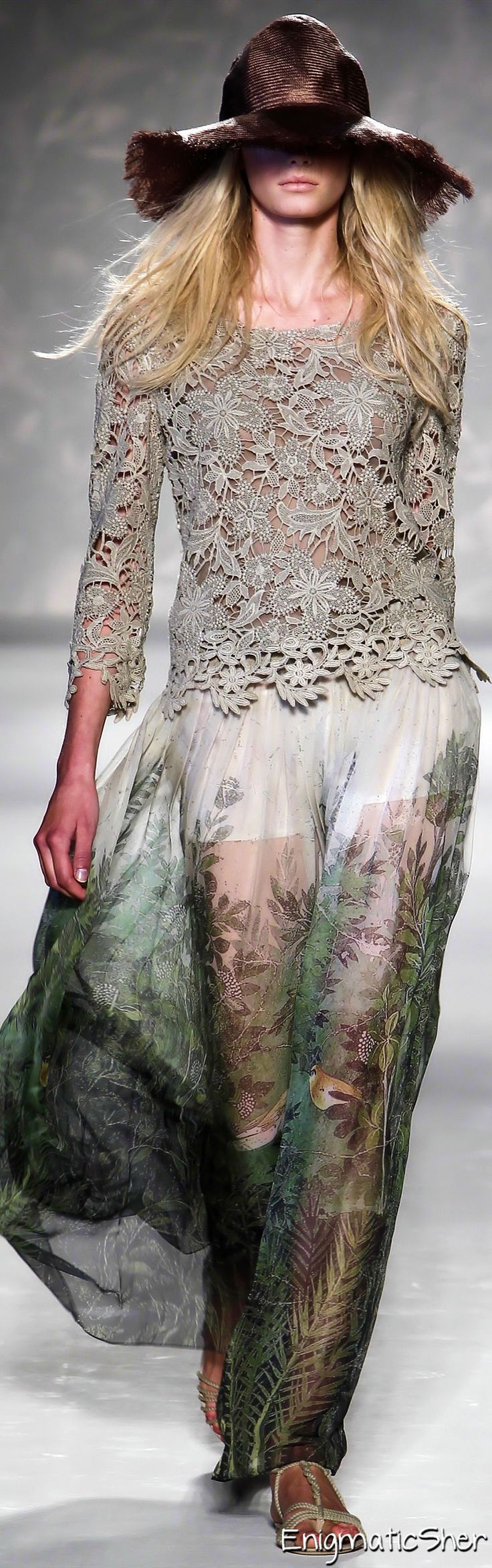 Alberta Ferretti Spring Summer 2011 Ready-To-Wear