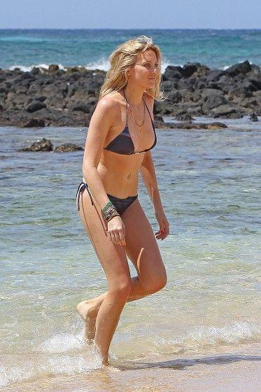 Stephanie Pratt Bikinis in Hawaii & Takes a Surfing Lesson