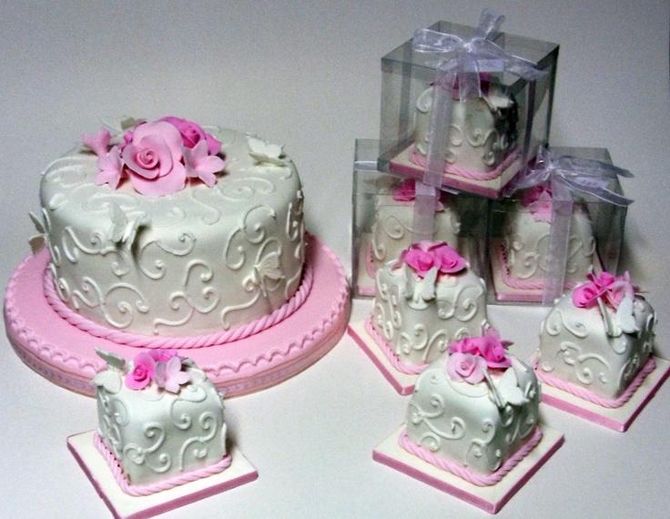 Mini Tortas preparadas por Del Rio Cake Boutique, Lima - Peru.