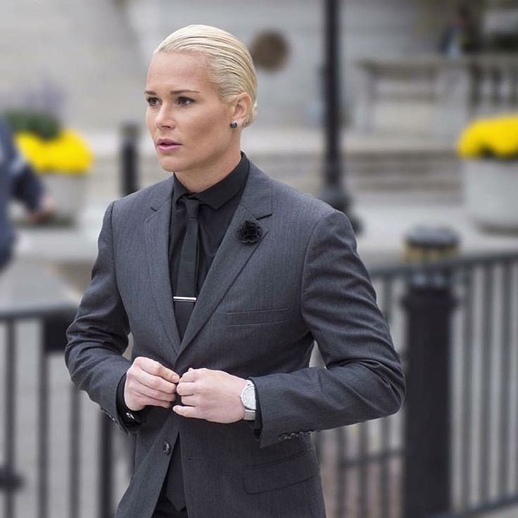 Style Icon of the Week - Ashlyn Harris: The always impeccably dressed #USWNT member Ashlyn Harris looking sharp at the White House this past Tuesday.