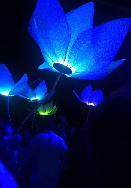 Διακοσμητικά φωτιστικά μπαταριας σε πάρτυ γάμου, από το Artease Design Lab.
