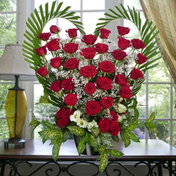 Pink+heart+rose+arrangements | 36 Red Roses Heart Shape Table Arrangement