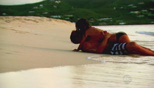 Sean Lowe and AshLee Frazier Kiss in St. Croix in The Bachelor Season 17