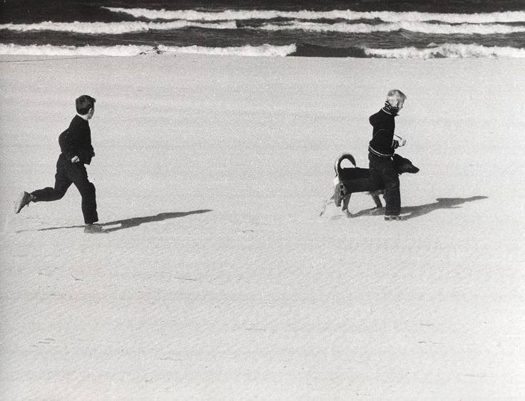 Zdjęcie numer 8 w galerii - Gazowe latarnie, brydż na plaży, warszawy na ulicach - Sopot w latach 50. i 60. [ZDJĘCIA]