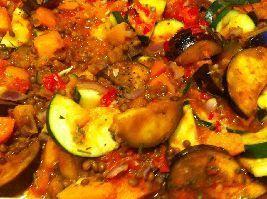 Op deze website vind je een heerlijk voedselzandloper recept voor groentenschotel uit de oven met pompoen, wortel, courgette en aubergine.