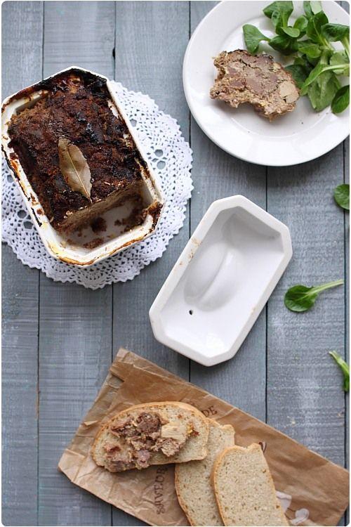 Cette terrine est un pur régal, avec du bon pain, une salade et des cornichons. C'est une idée qui peut vous permettre de changer du foie gras maison. Cett
