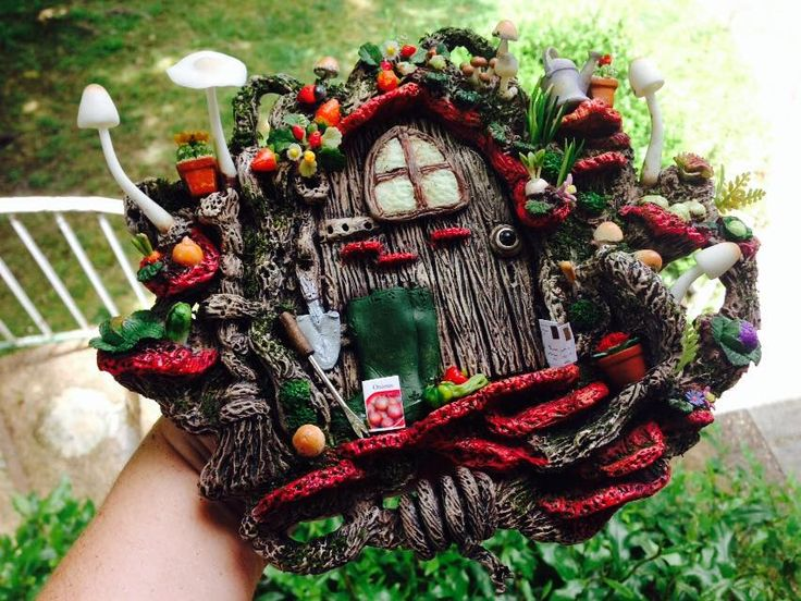 Fabulous detailed fairy door with a fairy garden built in miniature garden https://www.facebook.com/InspiredByFae?ref=hl By Michelle Fenton