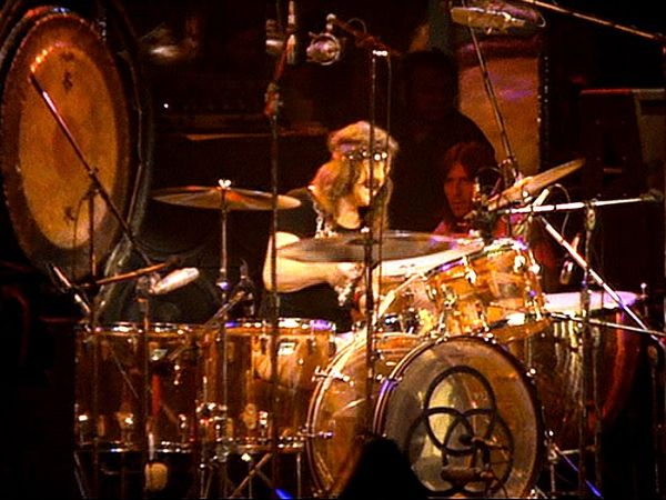 John_Bonham_Amber-Vistalite_Ludwig_Drum-Kit_Led_Zeppelin_Keith_Moon