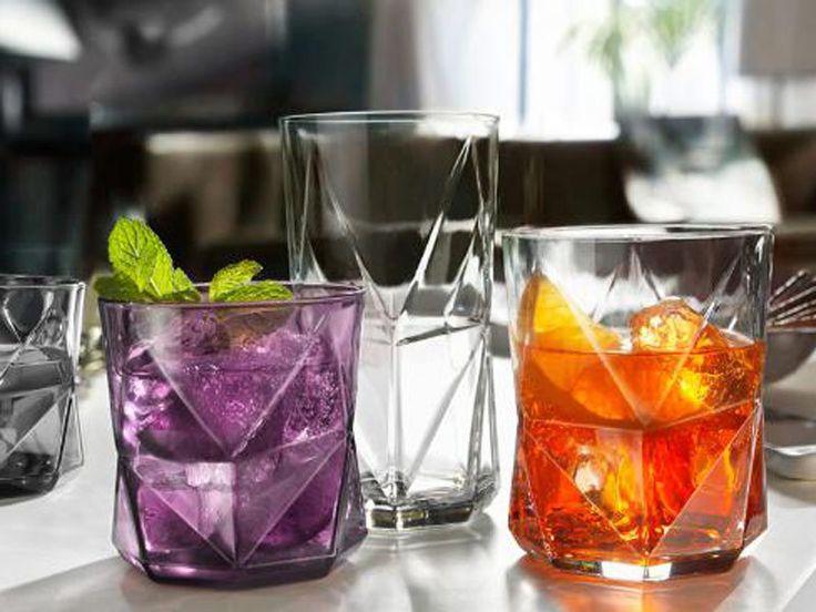 Un bicchiere destrutturato, dalle forme irregolari? Potrebbe essere un'idea per la tavola del 25 dicembre  #arredocucina #accessoricucina #design