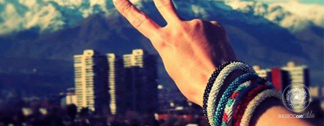 """Hace unas semanas conocí estas bellas pulseras. Sin duda un proyecto de los que llamo """"con sentido"""", diseñadas por Cuatro Corners y hechas a mano en Nepal por artesanas con pocas posibilidades labo..."""