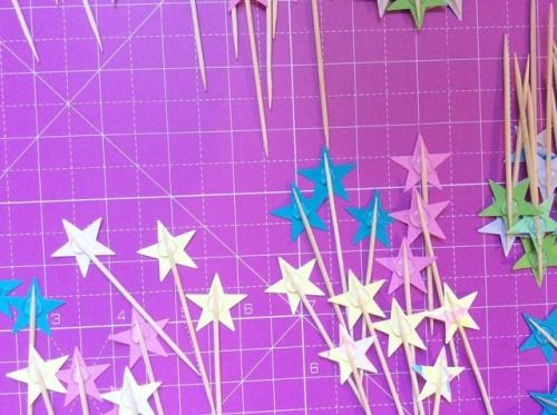 ✨💖✨ #paper #handmade #stars #caketopper #cupcaketoppers #glasgowetsy #coloupop #design #scottishcreatives #igersglasgow #supportsmallbusiness #pink #yellow #blue #metallic