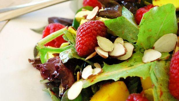 4 ingredience do salátu, díky kterým nebudete mít hlad až do večeře