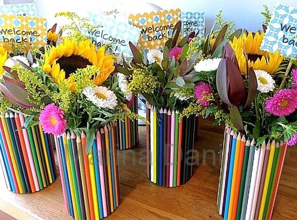 ваза из жестяной банки и карандашей