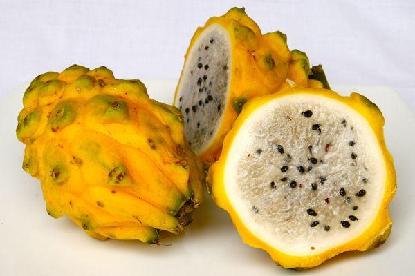 Pitaya Taxonomic Name: Pitaya stenocereus Common Names: Strawberry Pear, Dragon Fruit, Pitaya (South America), thanh long (Vietnam) Country of Origin: Mexico