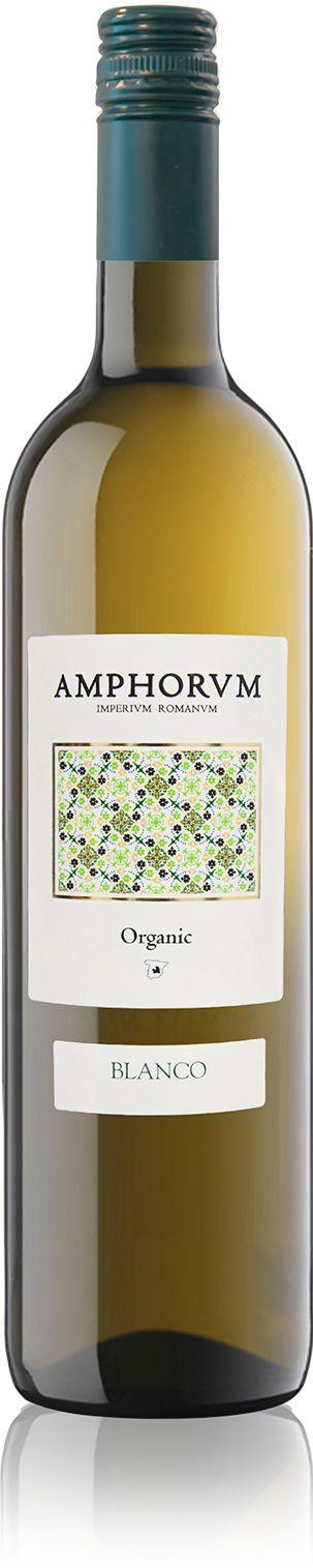 <p>De biologische Chardonnay en Sauvignon Blanc druiven zijn voornamelijk afkomstig van jonge wijnstokken en dit geeft de wijn een mooie lichtgouden kleur. </p>