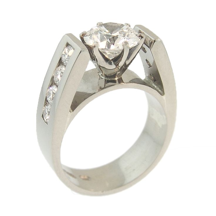 18ct White Gold Round Brilliant Diamond Ring. Handmade at Cameron Jewellery.
