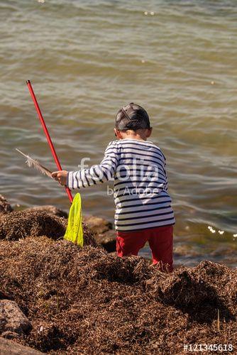 """Laden Sie das lizenzfreie Foto """"Kleiner Fischer"""" von Photocreatief zum günstigen Preis auf Fotolia.com herunter. Stöbern Sie in unserer Bilddatenbank und finden Sie schnell das perfekte Stockfoto für Ihr Marketing-Projekt!"""