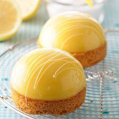 La recette est très parfumée, vous pouvez réduire le citron à 130 ml. Il ne faut pas mettre la gélatine au congélateur, il est donc conseillé de mettre 2 feuilles de gélatines et de placer le tout au frigo pendant au moins 1 heure. Faire un sirop pour le
