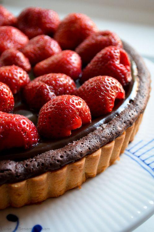 Dobbelt-chokolade-jordbærtærte — from the blog Sesam, Sesam