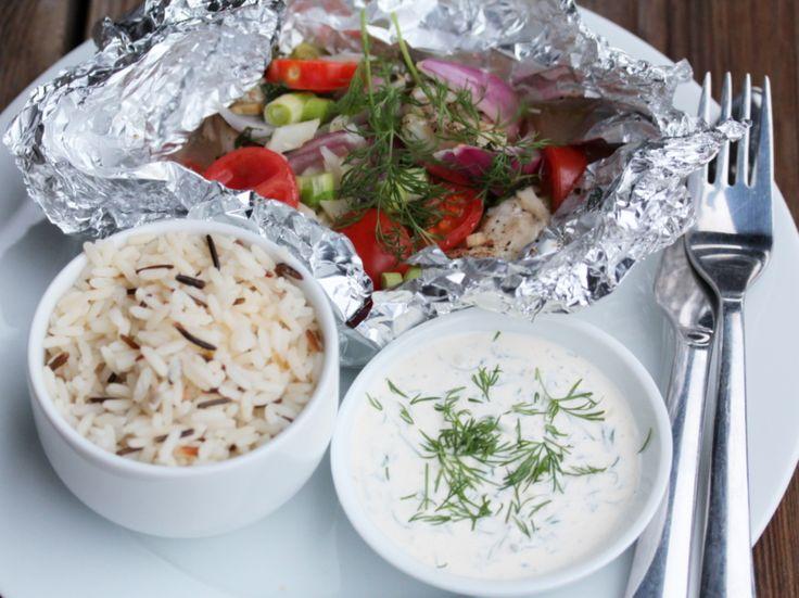 Fiskepakke med spinat, fennikel, tomat, løk og dillsaus - TRINEs MATBLOGG