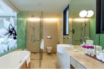 Banheiro do Hotel Crowne Plaza Changi Airport