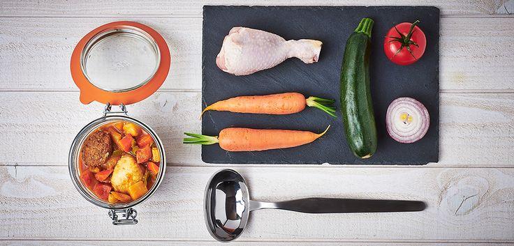 1 kg semoule(10 pers)dans plat + sel+huile,remuer entre doigts avec eau chaude. Sel,poivre sur Mx  poulet,collier agneau Eplucher, couper 10 carottes (long), 2 navets (en 4), emincer 2 oignons. Couper 5 courgettes (long).Dans cocotte: huile,oignons, viandes,ras el hamout,2 tomates (en 4),2 bouillon de volaille, carottes, navets, thym, laurier (poivron)- couvrir d eau + sel,poivre.15 mn apres + pois chiche-cuire doucement. 30 mn avant fin ajouter courgettes  !!cuisson viande- sauce harissa.