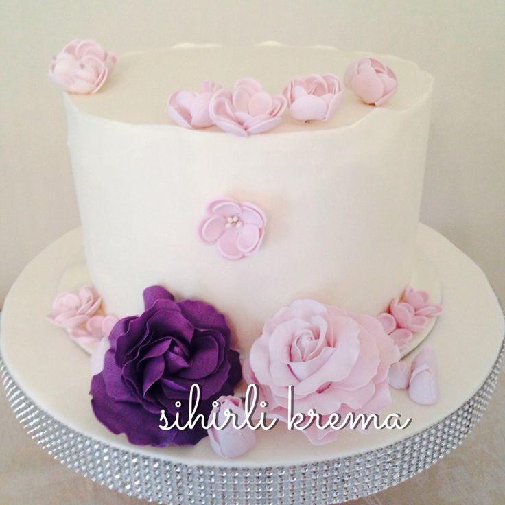 #engagementcakes #fondantcakes #butikpasta #sugarflowers #sugarart #love