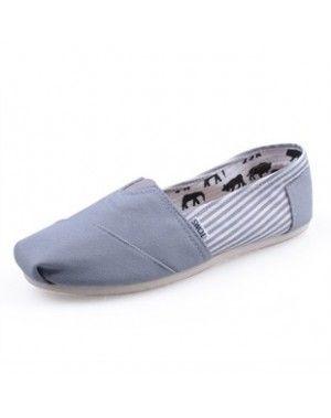 Alto tan sencillo siempre hace falta en tu zapatero.   #zapatos #calzado