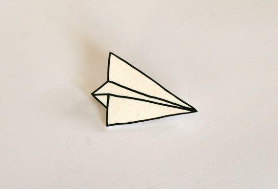 Broche avion de papier blanc par VoodoooChild