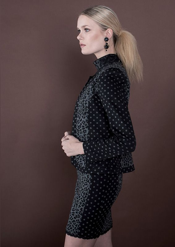 Express your gritty side with an #outfit tight, strong and seductive. Jacket-->http://goo.gl/rXYwdR Blouse-->http://goo.gl/c4MWN4 Skirt-->http://goo.gl/sj2HIi —