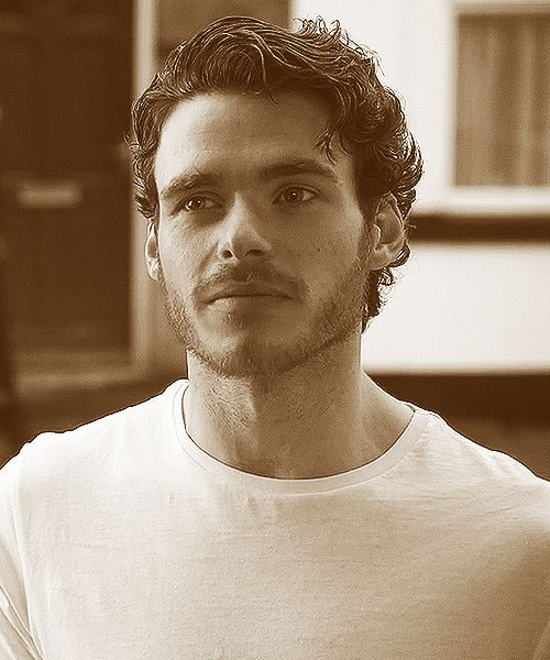 richard madden as Oliver, the soldier with whom Eleanor has fallen in love with