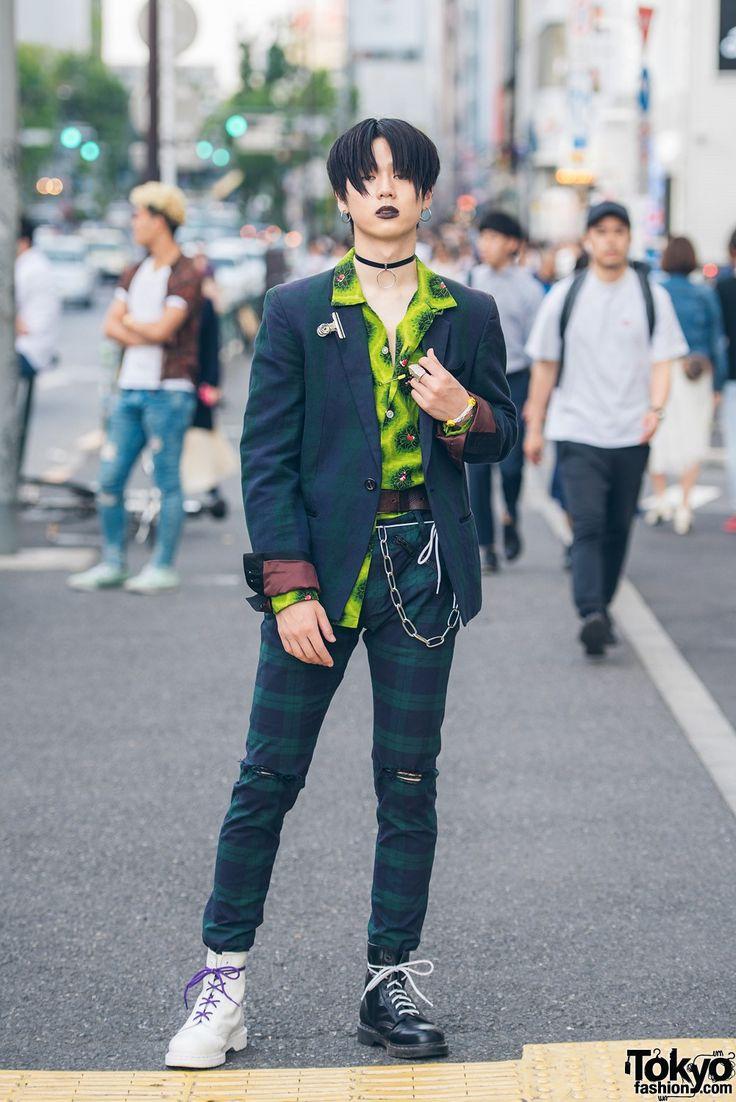 FASHION JEPANG TAMPIL CASUAL DENGAN GAYA GOTHIC  Berita Fashion Jepang – Tampilan gothic casual ditampilkan oleh remaja bernama Ryosuke yang merupakan seorang siswa berusia 17 tahun dan dirinya memang sering kali melakukan fashion street di jalanan Harajuku. Dengan menggunakan lipstik hitam dan setelan casualnya sukses untuk menarik banyak perhatian publik. Ryosuke menggunakan blazer kotak-kotak dan celana motif kotak-kotak dan bermodel robek dari Harajuku fashion legendaris Jun Takahashi…
