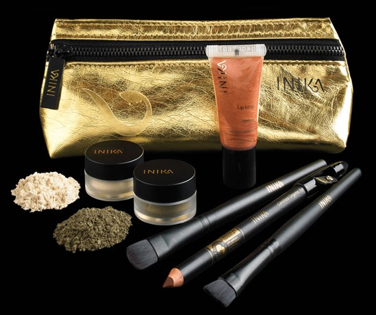 For the ultimate in party season glamour,INIKA Gold Precious metallics special makeup offer celebrate your Christmas Diva with INIKA Precious Metallics Christmas Collections. Choose our limited-edition, cute and sexy make-up pouche in gold, perfect for the party season and filled with this themed and captivating collection from Inika cosmetics!