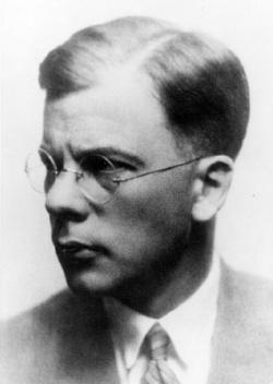 Hans von Dohnanyi ist einer von mehreren Vertretern einer äußerst prominenten Familie, sein Vater war ein sehr bekannter Dirigent, seine Mutter Pianistin und noch heute hat der Namen einen guten Klang, durch seinen Sohn Klaus, der lange Jahre als Erster Bürgermeister von Hamburg und Bundesminister d