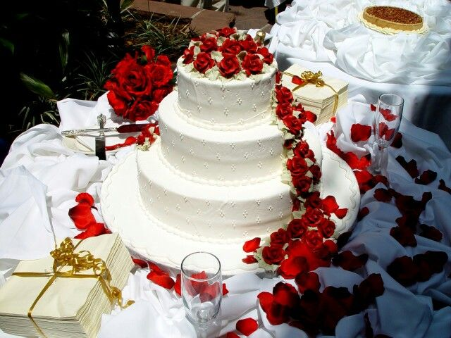 10 Simple Steps To Getting The Perfect Wedding Cake I Love This Color Red