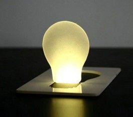 Luottokortin kokoinen LED-yövalo