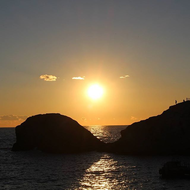 【kazu_um】さんのInstagramをピンしています。 《昨日の夕陽🌇 堂ヶ島の亀岩✨  #夕日#夕陽#空#海#堂ヶ島#亀岩#sky#sea#sunset#西伊豆#伊豆#静岡県》