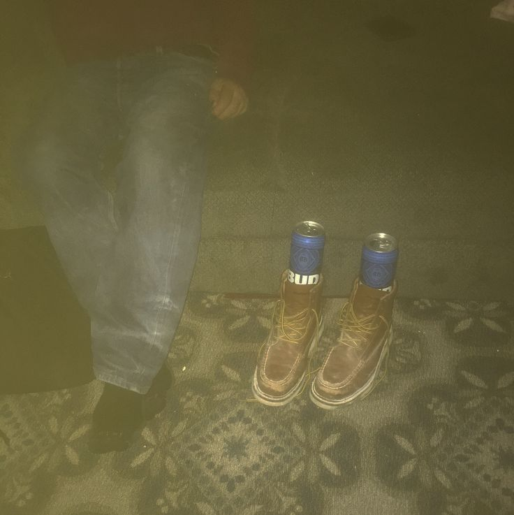 For as long as I can remember my dad had always done this. After a long hard day at work he enjoys a cold one of two. Dad likes to protect his beer from getting kicked over by putting them in his work boots. @budlight #hardworkingman #construction #constructionworker #hardworkingmexican #mexicansmakeamericagreat #workboots #constructionboots #drywaller #painter #tiler #hecandoitall #prounddaughter #orgullosa #loadoro # #duranguense #durango # #budlight # #iloveyou