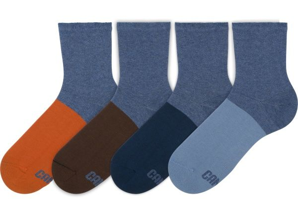 This pack comes with four non-matching socks, so you can combine and mix them as you want.