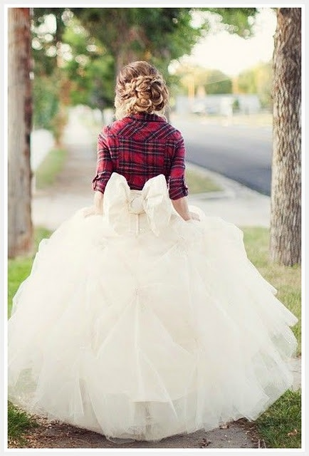 country/casual bride - love an added prop or accessory to add some fun to the shot!