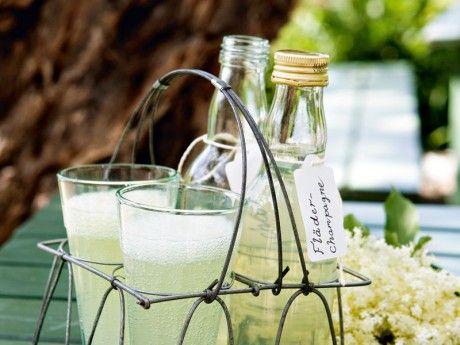 Så enkelt gör du egen fläderblomssaft – här är bästa receptet